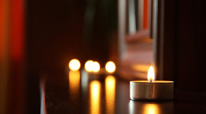 Levande ljus och julbelysning